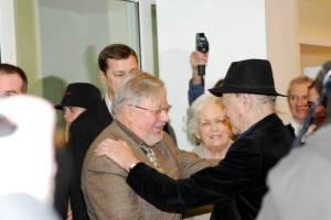 Senų bičiulių susitikimas – J. Mekas ir Europos parlamento narys Vytautas Landsbergis
